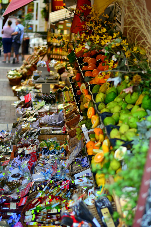 Traditional-Sicilian-Market-at-Taormina