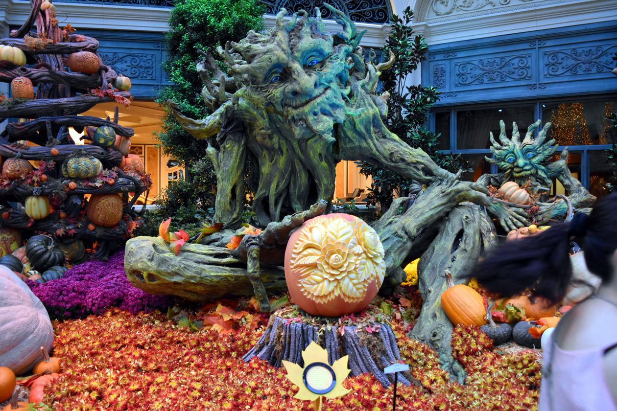 Bellagio-Conservatory-and-Botanical-Gardens-Las-Vegas-Halloween-2015