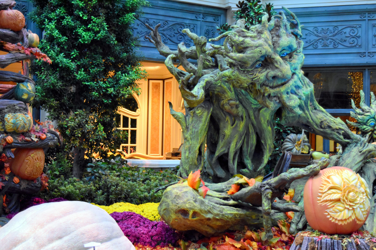 Bellagio-gardens-Halloween-2015